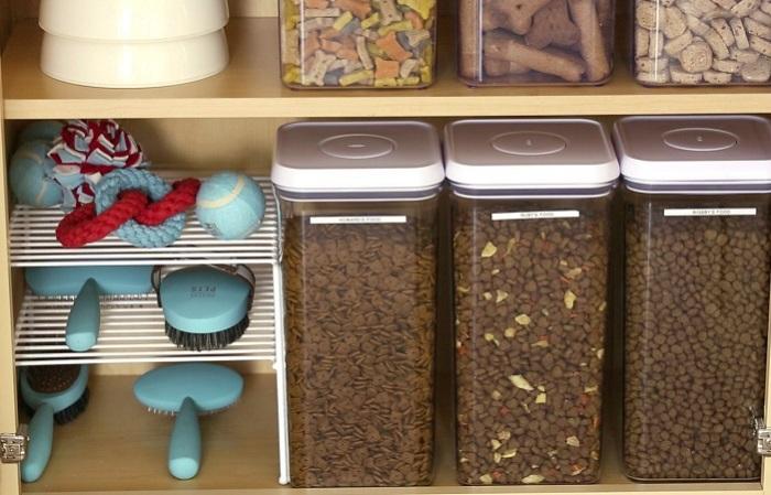 Пластиковые контейнеры для специй и сыпучих продуктов.