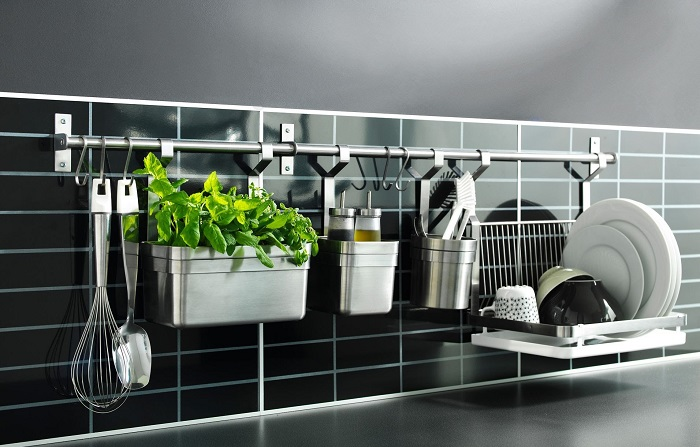 Рейлинги – это идеальная система для эргономичной организации кухонного пространства.