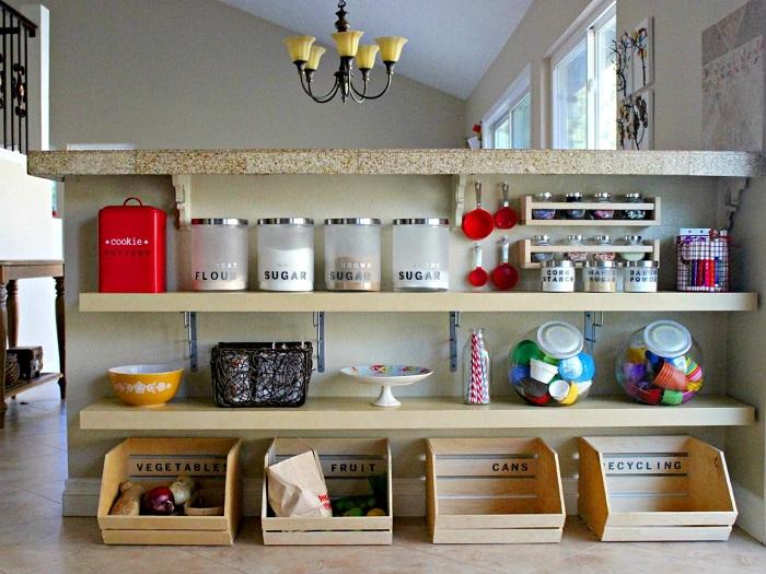 Система хранения в виде деревянных органайзеров прекрасно впишется в дизайн современной кухни.