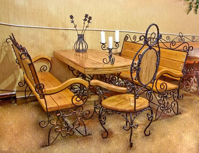 Кованая мебель – это отличный способ добавить помещению изысканности и утонченности.