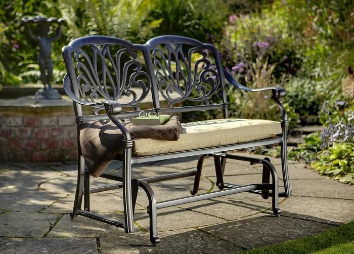 Кованая скамейка для дачного участка, которую вполне можно изготовить своими руками.