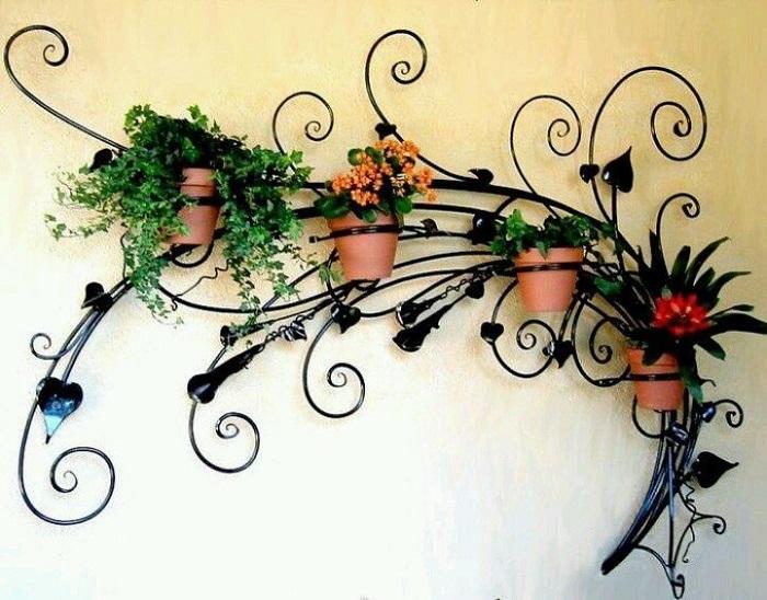 Настенная подставка для цветов – уникальный декоративный элемент.