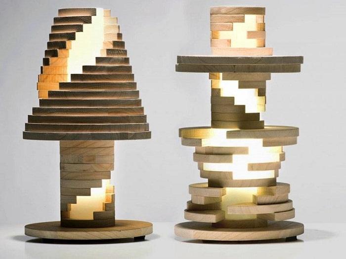 Впечатляющий деревянный светильник-конструктор, форму которого можно изменить по своему усмотрению.