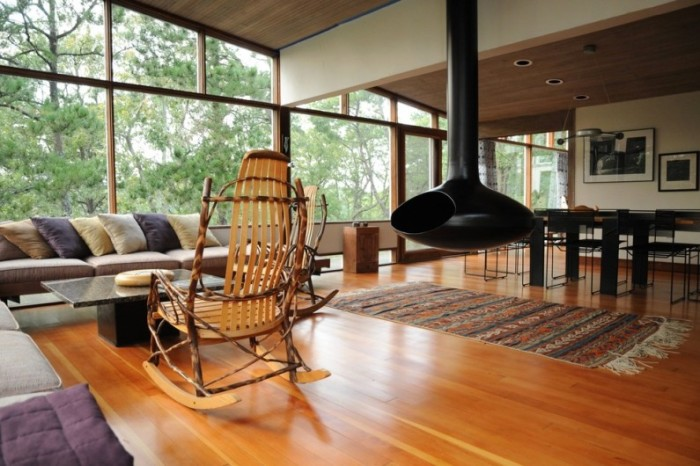 Кресло-качалка было всегда неотъемлемым атрибутом каждого загородного дома.