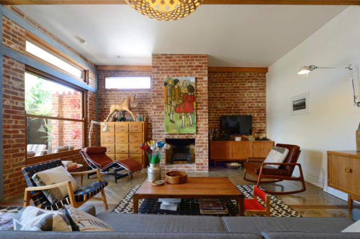 Кресло-качалка прекрасно вписывается в интерьер в стиле поп-арт.