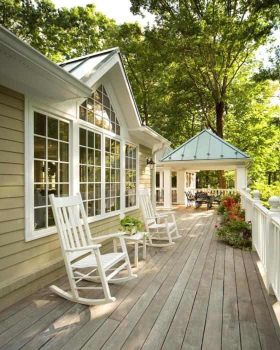 Устойчивые традиционные кресла-качалки, которые сразу понравятся гостям и станут объектом зависти для соседей.