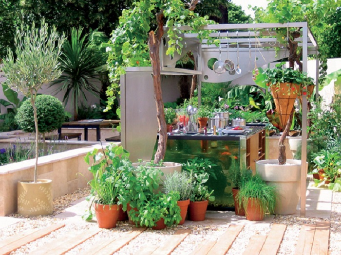Современный и наиболее распространённый вариант оформления летней кухни, который будет нравиться не только хозяевам, но и гостям.