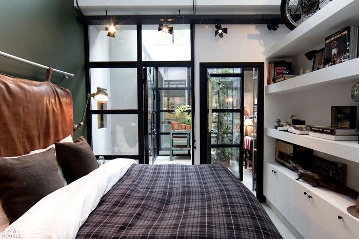 Строго и без излишеств - спальня в минималистском стиле, в которой преобладают серые оттенки.