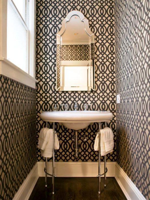 Маленькая ванная комната, которая получилась более оригинальной за счёт правильно подобранной цветовой гаммы и рационально использованного свободного пространства.