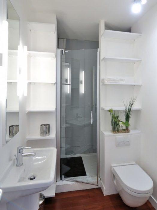 Чем меньше помещение ванной комнаты, тем тщательнее необходимо продумывать его оформление.
