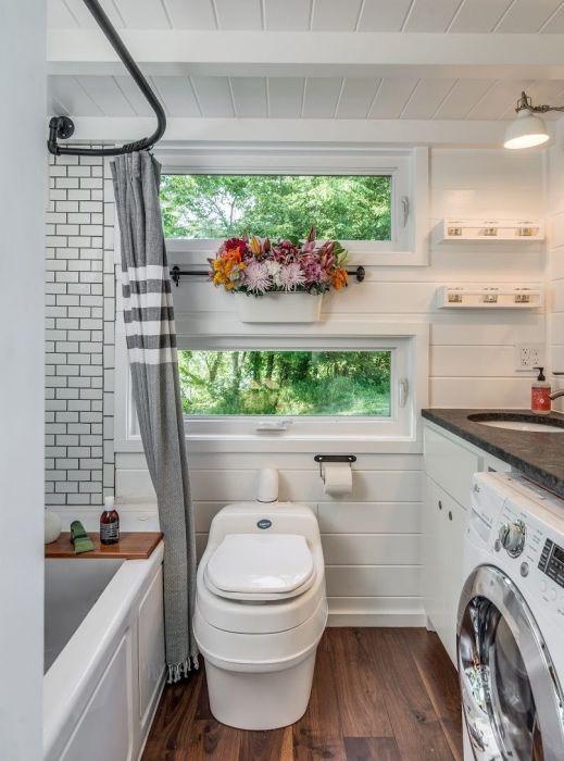 Строгий дизайн современной ванной комнаты, который предполагает максимум комфорта и эргономичности.