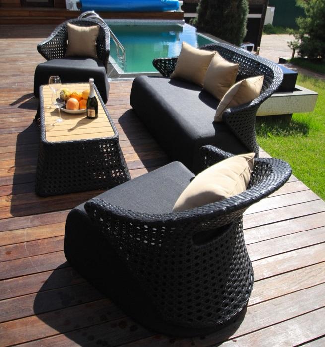 Лёгкая мебель, которая не боится перепадов температуры, сырости и влаги.
