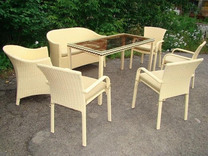 Мебель, которая органично вписывается в ландшафтный дизайн участка.