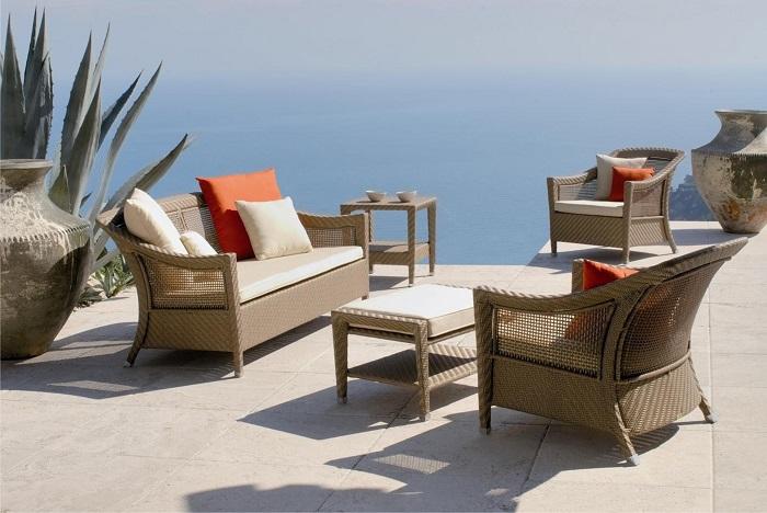 Современная садовая мебель из ротангов или лозы набирает всё большую популярность.