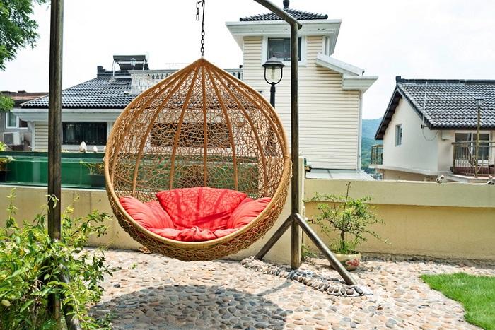 Для ухода за современной садовой мебелью не нужно применять каких-либо дорогих средств ухода.