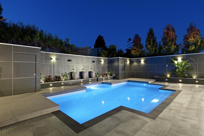 Оригинальная геометрическая форма – важный элемент, который стоит учитывать при строительстве бассейна.