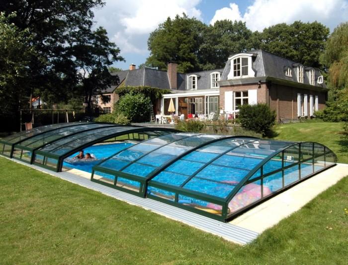 Великолепный проект классического бассейна с выдвижной полуавтоматической стеклянной крышей.