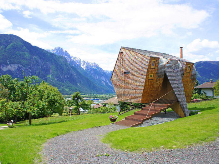 Мини-домик для тех, кто считает природу неотъемлемой частью жизни современного человека.