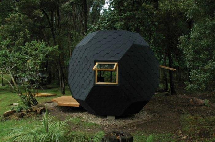 Этот мини-домик был разработан профессиональными архитекторами специально для садового участка.
