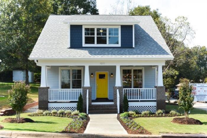 Классический проект мини-дома, который пользуется популярностью.