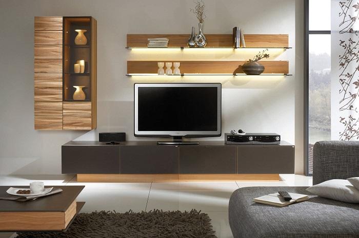 Модульная стенка в зоне для просмотра телевизора в современном стиле позволит создать уютную атмосферу в гостиной комнате.