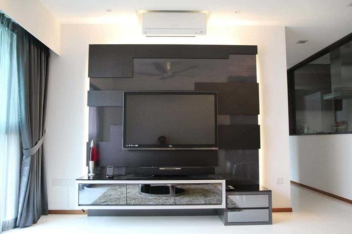Контрастная модульная стенка в гостиной комнате с элементами хай-тек технологий.