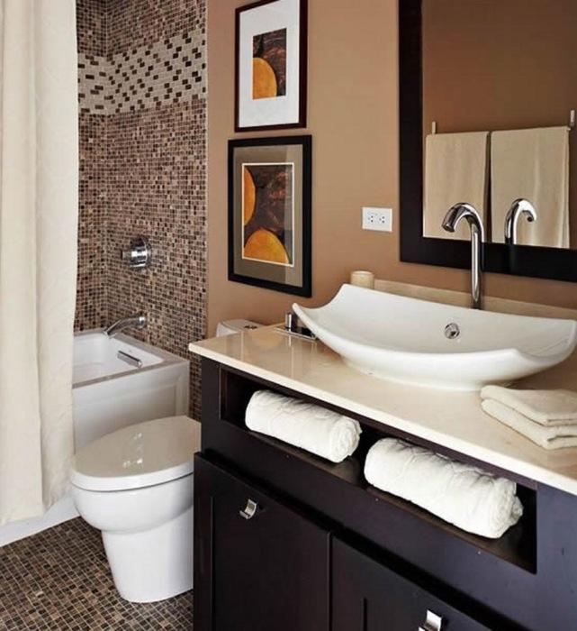 Мозаика в оформлении интерьера ванной комнаты бежевого цвета.