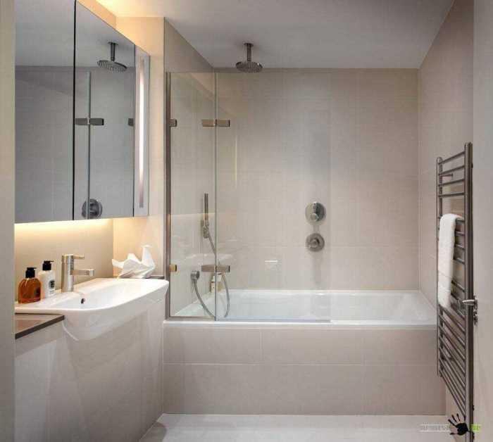 Для визуального увеличения пространства в ванной комнате можно использовать прозрачную перегородку из прочного стекла.