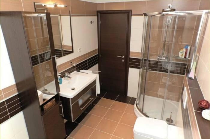 Для того, чтобы маленькая ванная комната стала просторной и стильной, необходимо правильно подобрать цветовую палитру.