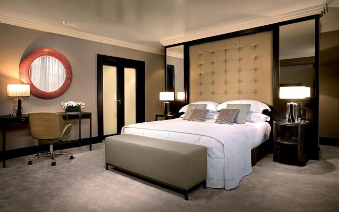 Спальня, созданная в едином стилевом направлении, которое можно назвать оригинальным, даже несмотря на использование базовых цветов и оттенков.