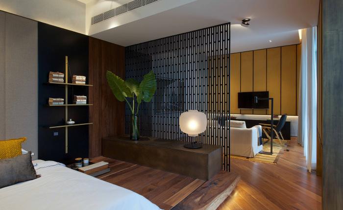 Дизайн стационарной деревянной перегородки, который находит широкое применение во время обустройства малогабаритных помещений.