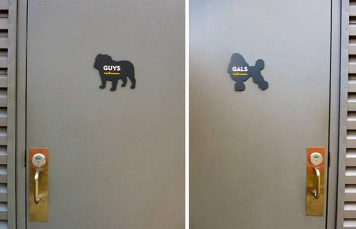 Оригинальная таблички на дверях туалетов.