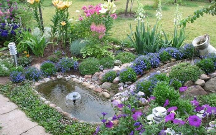 Маленький фонтан, который можно создать из подручных средств, которые обычно остаются после ремонта.
