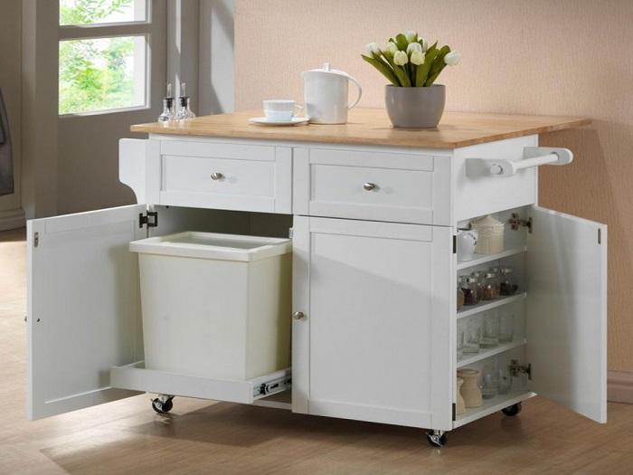 Идеальное решение для хранения столовых приборов и мусорного контейнера.
