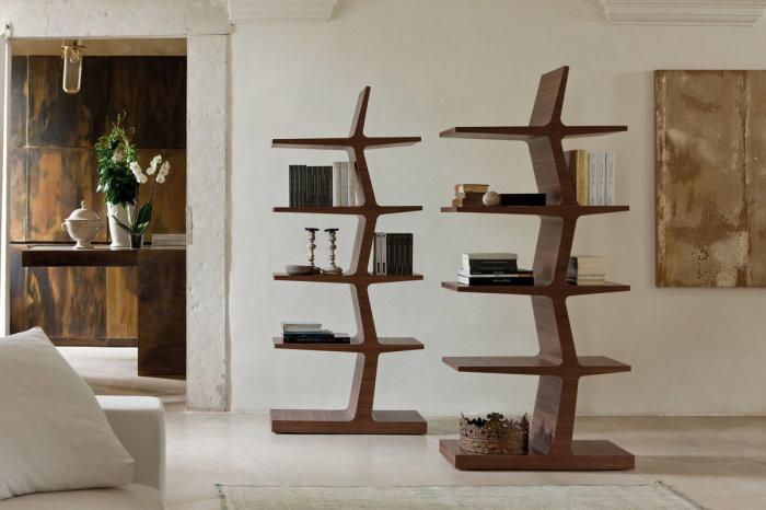 Необычный деревянный стеллаж в форме дерева, который станет визитной карточкой любого современного помещения.