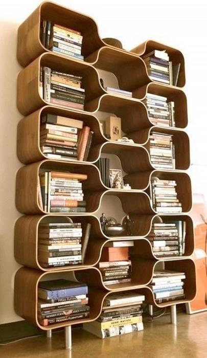 Необычные и вместительные деревянные полки в виде деревянных ящичков для хранения самых разных вещей.