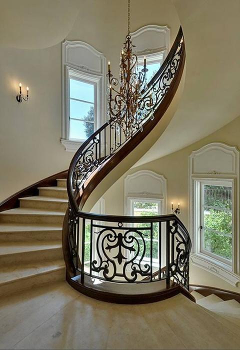 Гениальный пример дизайнерского решения, которое подойдёт всем любителям аристократического стиля.