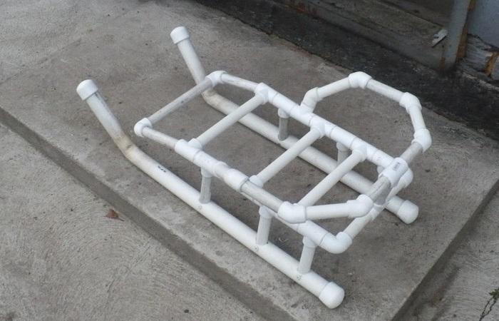 Детские санки, которые можно сделать из лёгких поливинилхлоридных труб.
