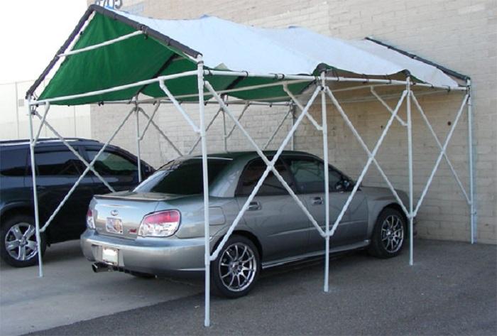 Стильный и современный  навес для автомобиля, который создан из трубопроводных обрезков.