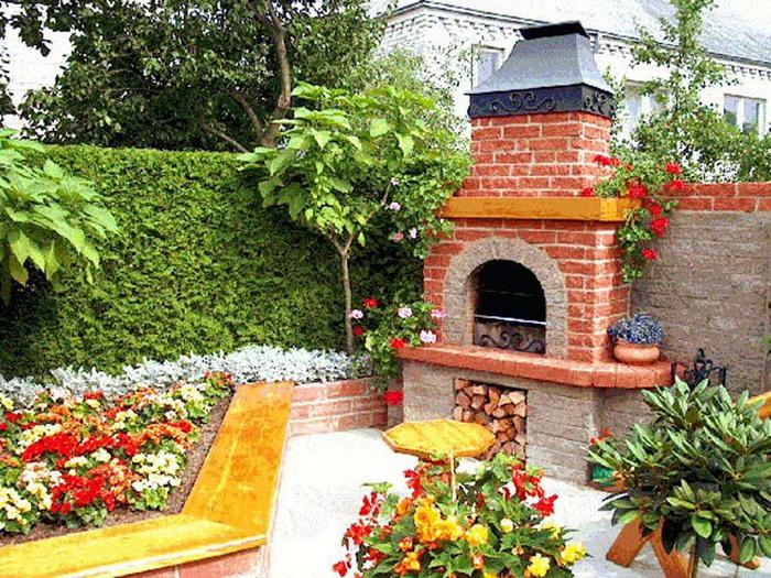 Самое простое и бюджетное решение для летней кухни – дровяная печь.