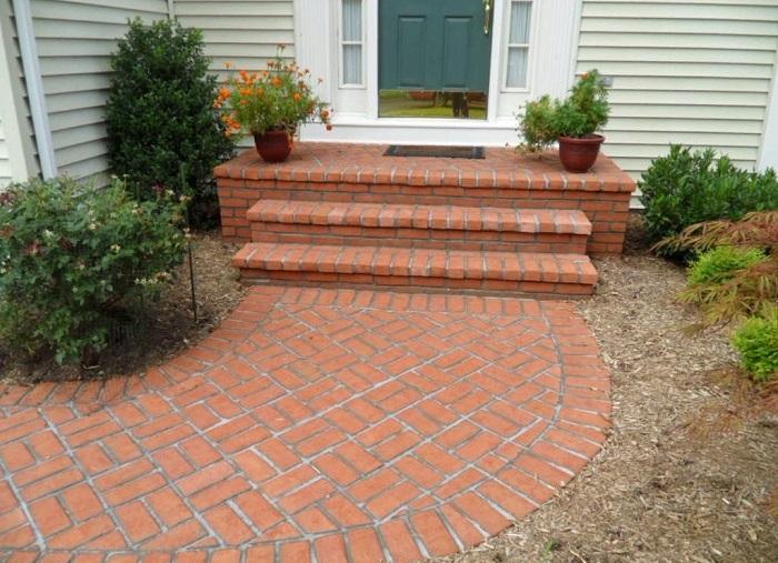 Строительный материал, который можно использовать для обустройства садовой дорожки.