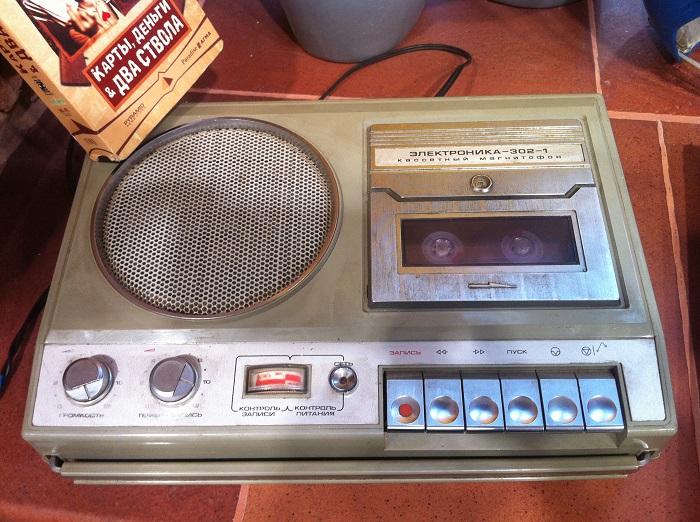 Портативный кассетный монофонический магнитофон «Электроника-302».