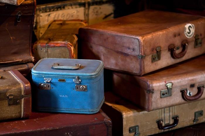 Классические советские чемоданы, сумки и дипломаты.