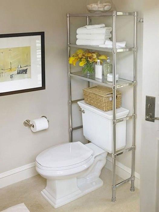 Альтернативой привычным шкафчикам и полкам может послужить удобный металлический стеллаж.