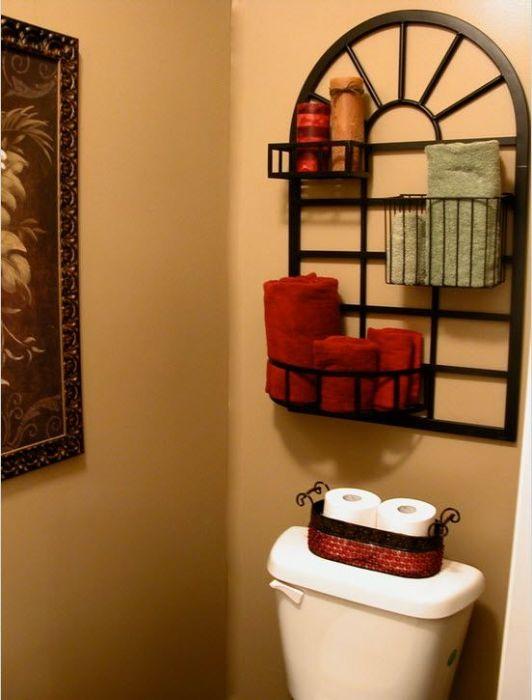 Комбинированный металлический стеллаж для полотенец, который поможет сэкономить свободное пространство.