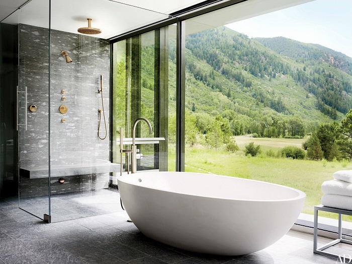 Душ из стекла и камня — отличное решение как для маленьких, так и для больших ванных комнат.