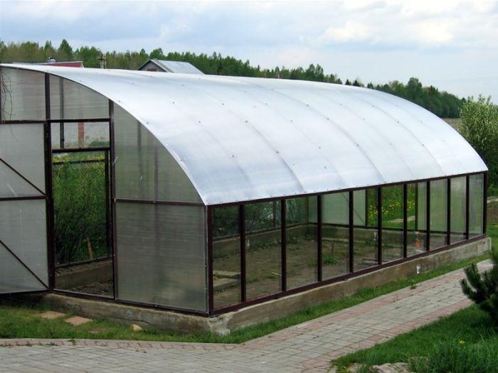 Современное сельское хозяйство просто невозможно представить без классических арочных теплиц.