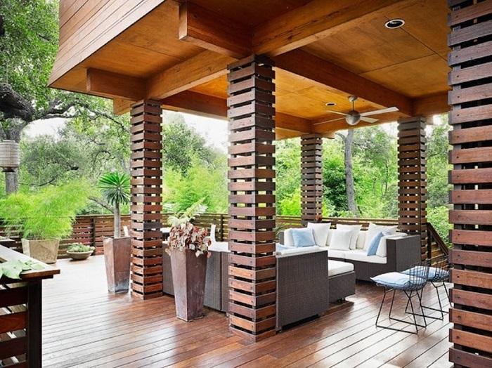 Отличное решение соорудить террасу с обеденной зоной, что обеспечит приятные посиделки на природе.