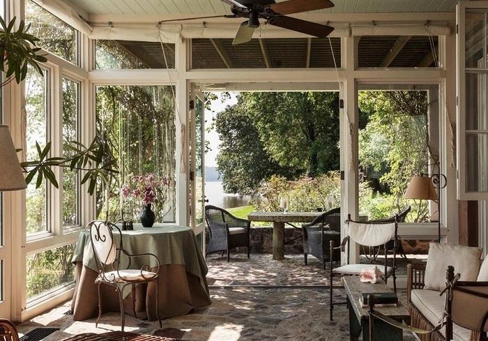 Летняя веранда в стиле прованс, которая станет настоящей изюминкой и излюбленным местом для отдыха в загородном доме.