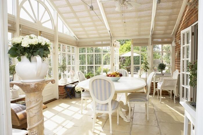 Терраса не перестаёт быть популярным элементом обустройства частного дома.